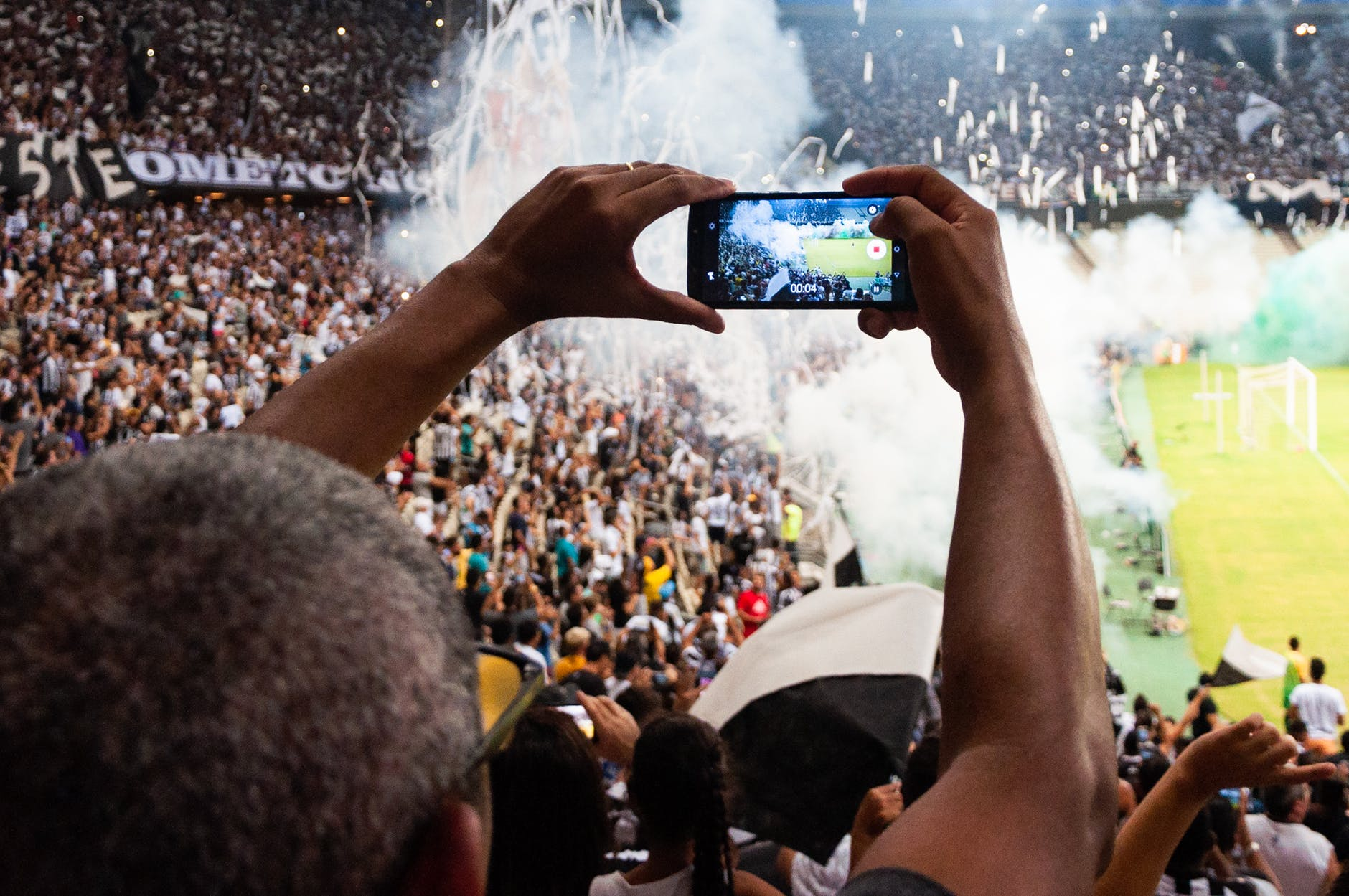 How to Watch Football on Smartphone
