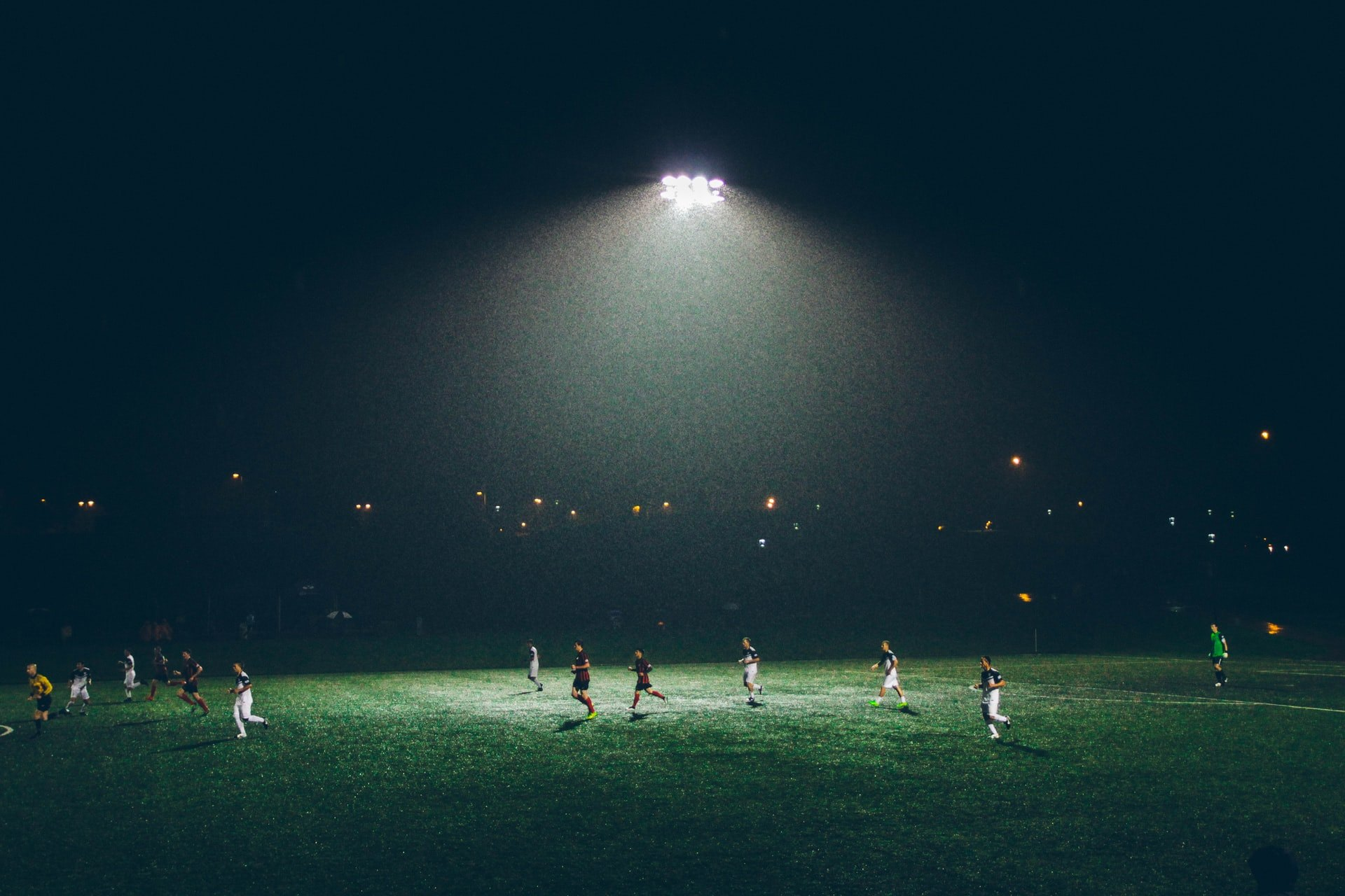 These Are the Worst Mistakes that a Novice Soccer Player Makes When Starting a Match
